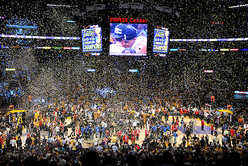June 17, 2010 - Los Angeles, USA - A storm of confetti rains down on the Lakers after they win game 7 of the NBA Finals on Thursday in Los Angeles. The Lakers take on the Celtics during Game 7 at the Los Angeles Staples center