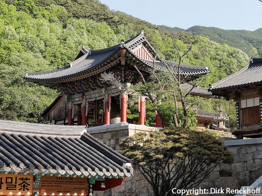 Glockenturm, buddhistischer Hwaeomsa Tempel in Jirisan Nationalpark, Provinz Jeollanam-do, Südkorea, Asien
