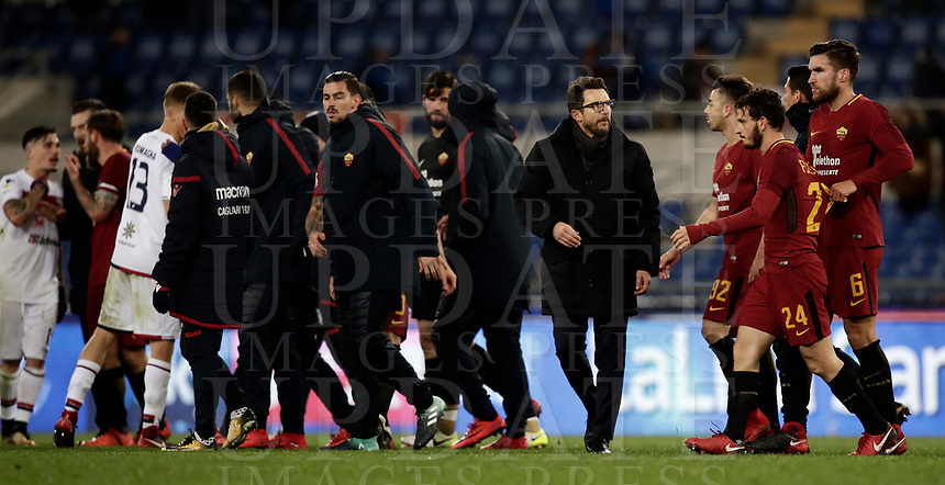 Calcio, Serie A: AS Roma vs Cagliari, Roma, stadio Olimpico, 16 dicembre 2017.<br /> As Roma's players and coach Eusebio Di Francesco greet Cagliari's players at the end of the Italian Serie A football match between AS Roma and Cagliari at Rome's Olympic stadium, December 16, 2017. Roma won 1-0.<br /> UPDATE IMAGES PRESS/Isabella Bonotto