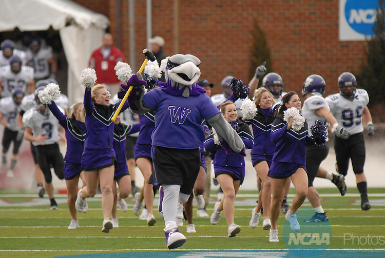 20 DEC 2008:  Mount Union College takes on the University of Wisconsin-Whitewater during the Division III Men's Football Championship held at Salem Stadium in Salem, VA.  Mount Union defeated Wisconsin-Whitewater 31-26 for their 10th national title.  Andres Alonso/NCAA Photos