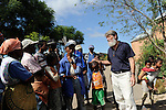 """MADAGASCAR Antananarivo, catholic priest Per Pedro Opeka has build Akamasoa a social community project with housing schemes, health units and schools for the poorest of Tana / MADAGASKAR Pater Pedro Opeka hat die Gemeinde Akamasoa , auf madagassisch """"gute Freunde"""" , mit Muellsammlern, Bettlern und Sozialschwachen auf einem Huegel bei Antananarivo erbaut, Teil des Projektes sind Hausbau, Schulen, Krankenhaeuser und Beschaeftigung"""