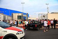 SAO PAULO, SP, 06 DE JANEIRO DE 2012 - Grande rede de lojas de departamento faz mega liquidacao nesta manha de sexta-feira (06), na zona norte da cidade. Centenas de pessoas fizeram fila para aproveitar as ofertas dos produtos que se esgotavam em qustao de minutos.  Foto Ricardo Lou - News Free'