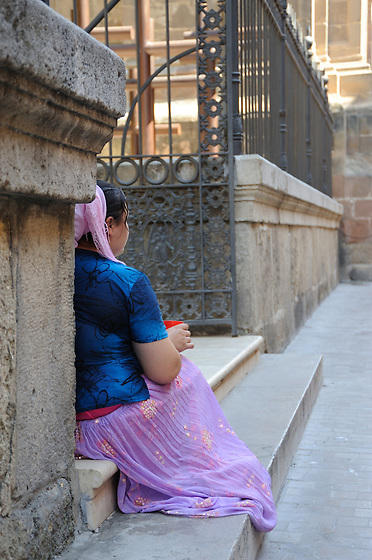 Gitana rumana en la catedral de Málaga, España.<br /> <br /> Edición de 10 | Víctor Santamaría.