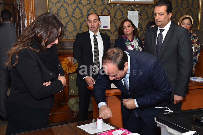 President of Egypt Abdel Fattah el-Sisi casts his vote during the run-off in the second phase of Egypt's parliamentary elections in Cairo on December 1, 2015. Photo by Egyptian President Office