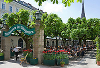 Oesterreich, Oberoesterreich, Linz: Kulturhauptstadt Europas 2009 - Biergarten in der Altstadt | Austria, Upper Austria, Linz: European capital of culture 2009 - Beer Garden at Old Town district
