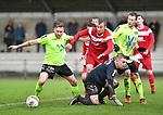 2017-11-05 / voetbal / seizoen 2017-2018 / VC Herentals - Hoeilaart / een scrimmage voor de goal van Hoeilaart. Davy Voorspoels (m) (VC Herentals) kan niet bij de bal omdat Tom Taelemans (l) (Hoeilaart) en keeper Kevin Hannon (r) (Hoeilaart) in de weg staan