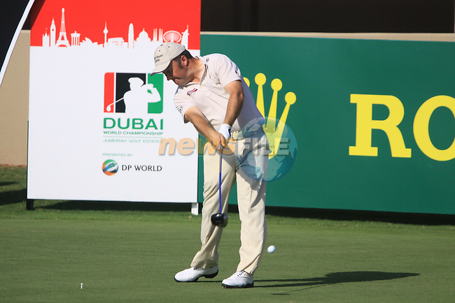 Damien McGrane tees off on the 7th tee during  Day 2 at the Dubai World Championship Golf in Jumeirah, Earth Course, Golf Estates, Dubai  UAE, 20th November 2009 (Photo by Eoin Clarke/GOLFFILE)