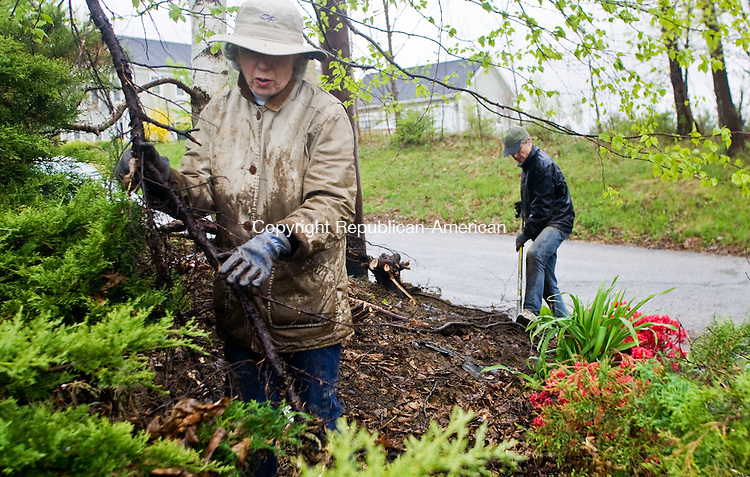 LITCHFIELD, CT - 25 APRIL 2010 -042510JT04-<br /> Nancy and Ed Schuler work on their garden outside of their Litchfield home on Sunday.<br /> Josalee Thrift Republican-American