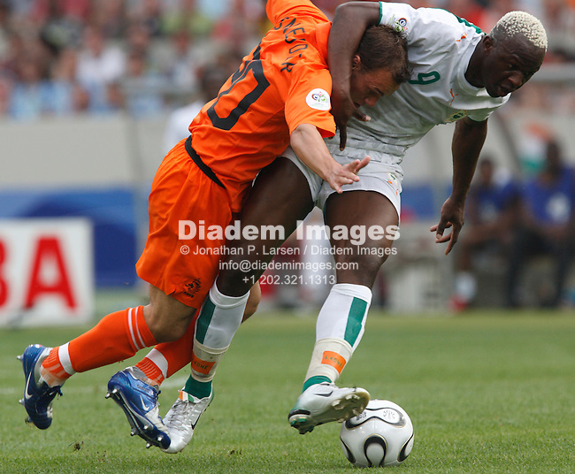 STUTTGART, GERMANY - JUNE 16:  Wesley Sneijder of the Netherlands (l) and Amouna Kone of Côte d'Ivoire (r) vie for the ball during a 2006 FIFA World Cup soccer match June 16, 2006 in Stuttgart, Germany.  (Photograph by Jonathan P. Larsen)
