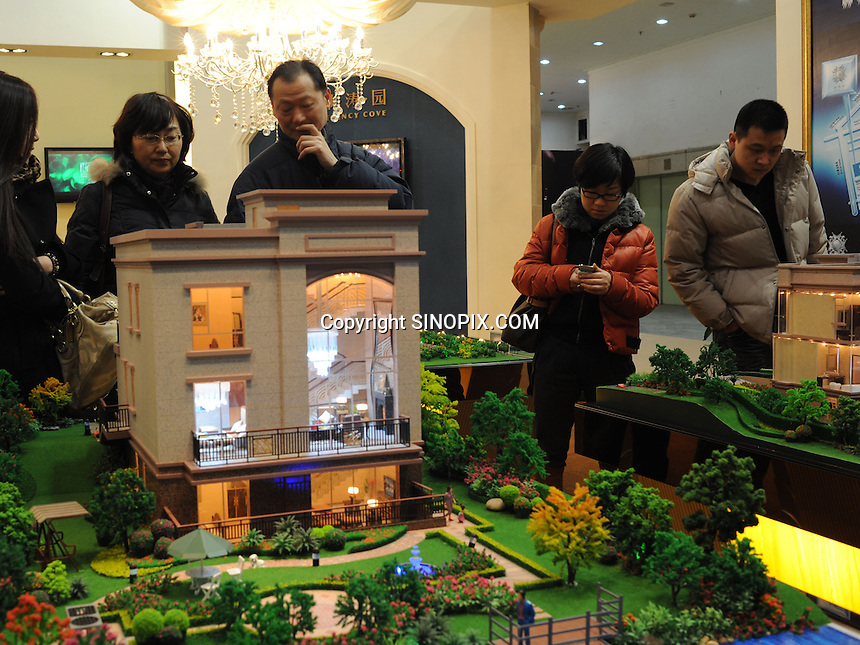 Buyers at the Hangzhou International Luxury Exhibition look at villas for sale at 60 million RMB (about 6 million pounds) in Hangzhou, China 24 Jan 2010.<br /> <br /> PHOTOS BY SINOPIX
