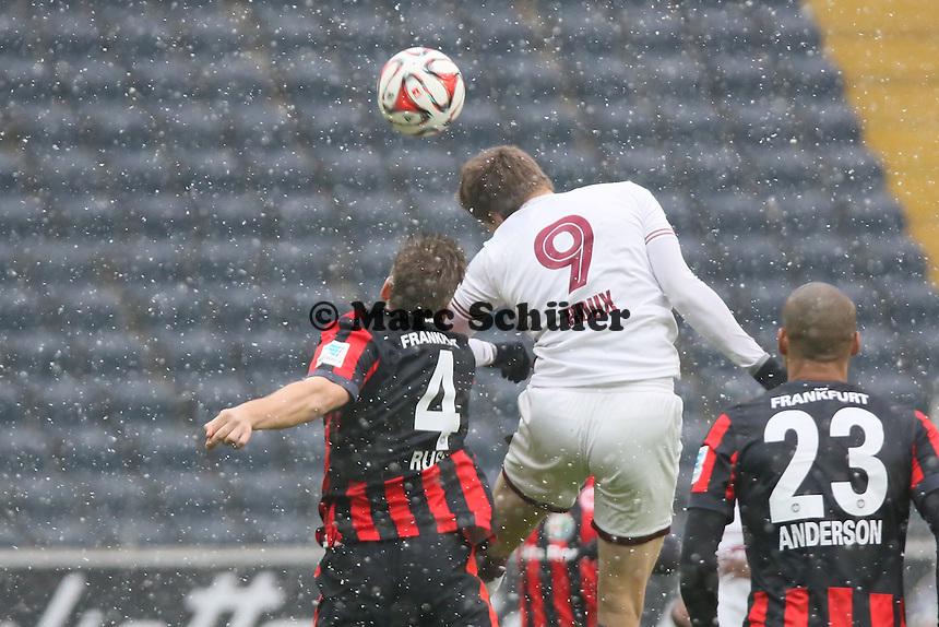 Jocelyn Roux (Genf) gegen Marco Russ (Eintracht) - Eintracht Frankfurt vs. Servette Genf, Commerzbank Arena