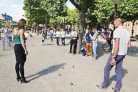 Nederland Amsterdam 2016 07 15. Mensen spelen Jeu de Boules op het Museumplein. Foto Berlinda van Dam / Hollandse Hoogte