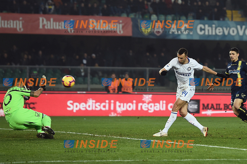 Ivan Perisic of Internazionale scores his side first goal during the Serie A 2018/2019 football match between Chievo Verona and Inter at stadio Bentegodi, Verona, December 22, 2018 <br />  Foto Daniele Buffa / Image Sport / Insidefoto