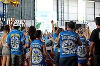 SÃO PAULO, SP - 09.02.2016: CARNAVAL-SP - Integrantes da Escola de samba Águia de Ouro acompanham a apuração das notas na quadra da escola, no bairro da Pompéia, na tarde desta terça-feira (09). (Foto : Marcio Ribeiro/Brazil Photo Press)