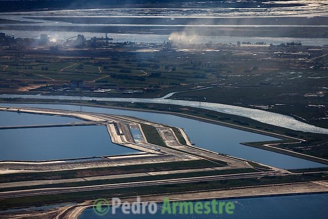 BALSAS DE FOSFOYESOS JUNTO A LA CIUDAD DE HUELVA-POLIGONO INDUSTRIAL PUNTA DEL SEBO (POLO QUIMICO) HUELVA-ANDALUCIA. 2008-04-05. (C) Pedro ARMESTRE
