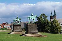 Barbarossa vor der Kaiserpfalz, Goslar, Deutschland, Unesco-Weltkulturerbe
