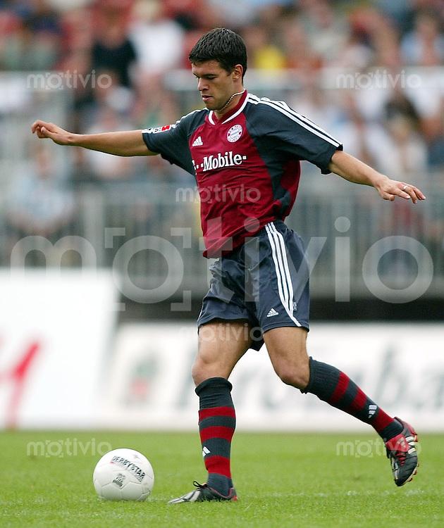 FUSSBALL Bundesliga 2002/2003 Michael BALLACK, Einzelaktion am Ball FC Bayern Muenchen