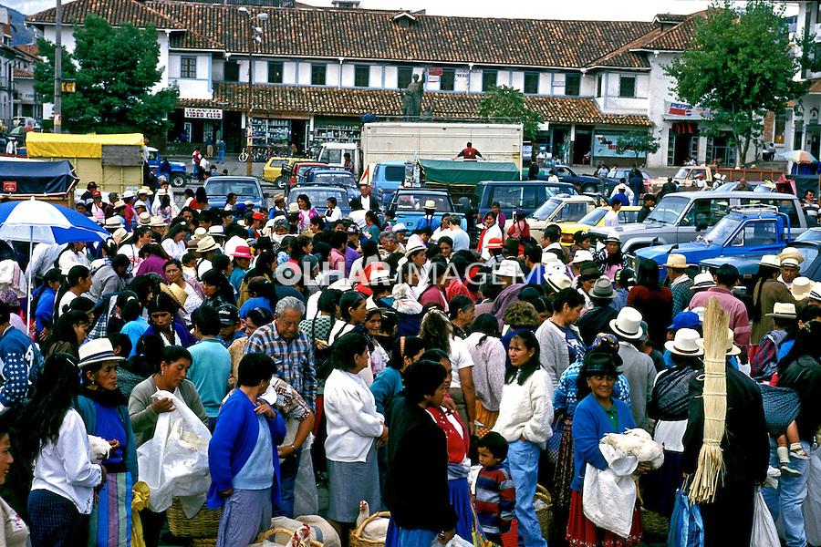 População na feira de Cuenca, Equador.<br /> Foto de Juca Martins.<br /> Data. 1997.