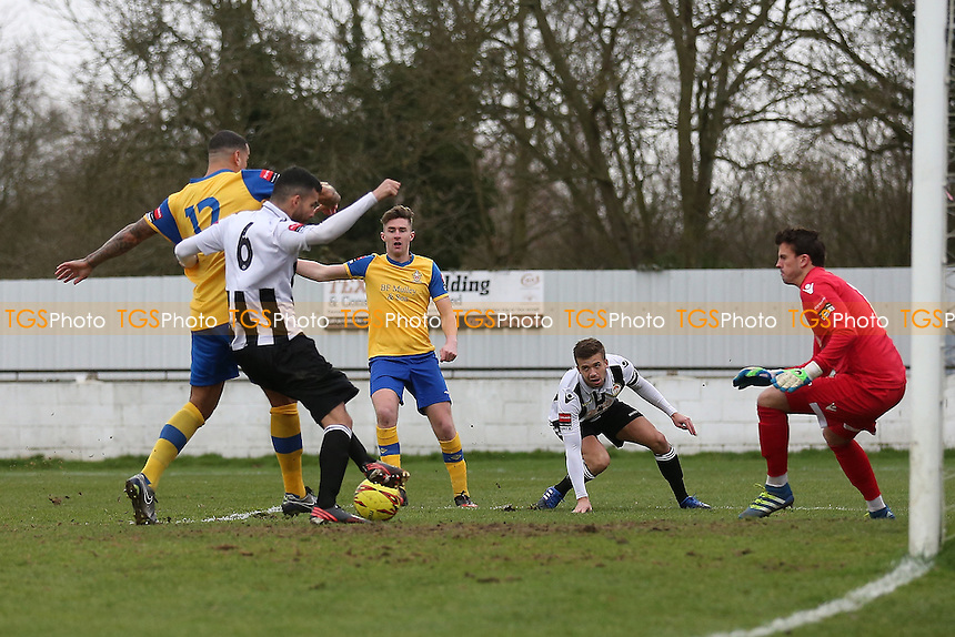 Leon McKenzie of Hornchurch (L) scores the first goal for his team during Heybridge Swifts vs AFC Hornchurch, Ryman League Division 1 North Football at The Texo Stadium, Scraley Road on 25th February 2017