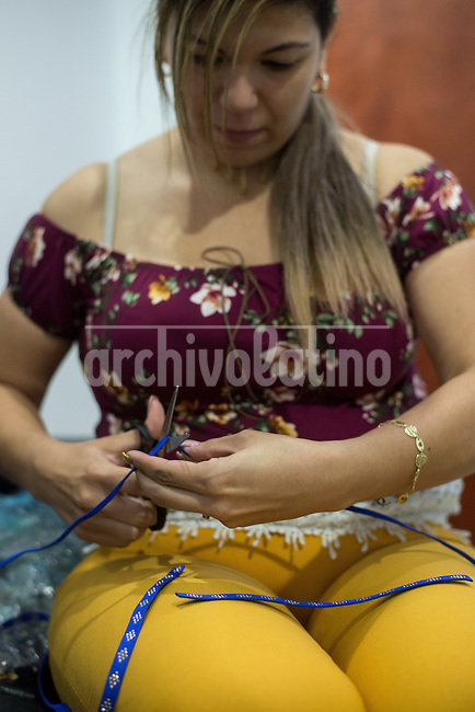 Barquisimeto-Venezuela.  Ana Ventriglia a imitation jewelry maker work on chokers, a women's garment that exports to Mexico, today December 1, 2016. Archivo Latino/Manaure Quintero