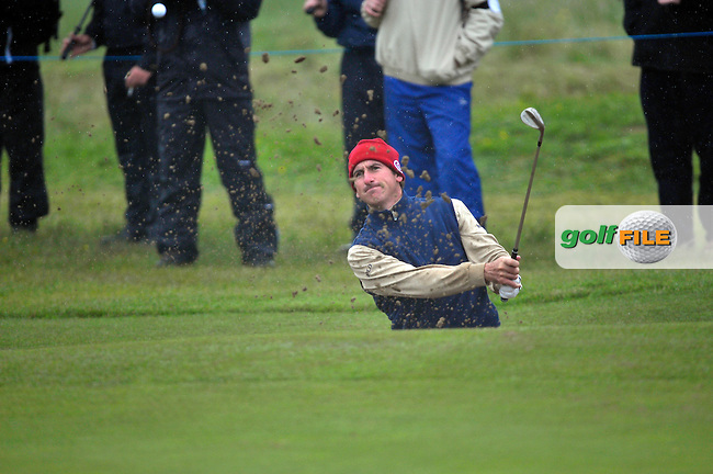 Gonzalo Fdez-Castano chips out of a bunker onto the 18th green during Round1 of the 3 Irish Open on 16th May 2009 (Photo by Eoin Clarke/GOLFFILE)