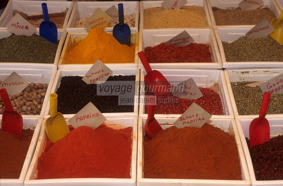 Europe/Turquie/Antalya : Marché - Détail étal assortiment d'épices