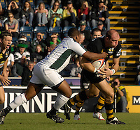 EDF Energy Cup,  Exiles,  Steffon ARMITAGE, tackles Lawrence DALLAGLIO, London Wasps vs London Irish,  match at Adams Park, 08/10/2006. [Photo, Peter Spurrier/Intersport-images]....