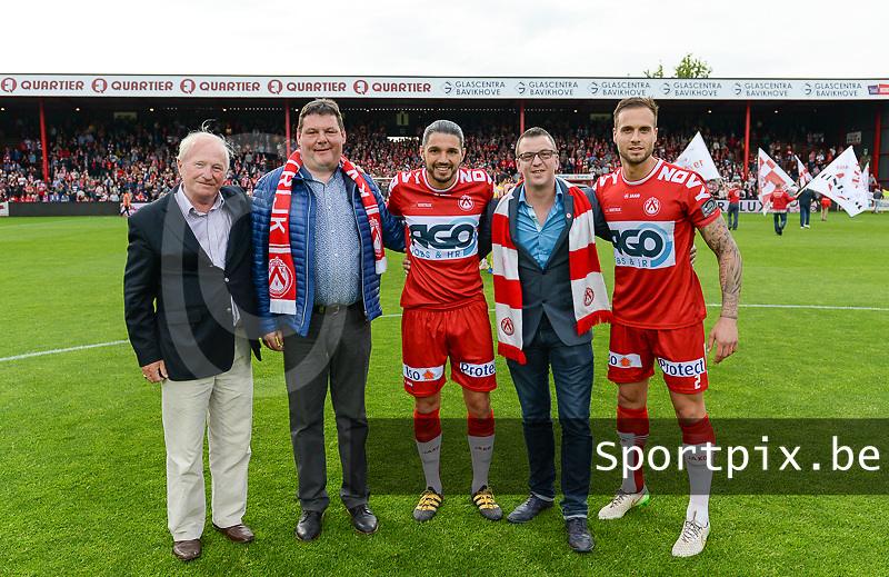 KV Kortrijk - Sporting Charleroi :  matchbalschenkers met Elohim Rolland en Maxime Chanot (r) <br /> Foto VDB / Bart Vandenbroucke