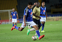 BOGOTA - COLOMBIA - 30-08-2015: David Silva jugador de Millonarios  disputa el balon con Luis Chara de Aguilas Doradas    durante partido  por la fecha 9 de la Liga Aguila II 2015 jugado en el estadio Nemesio Camacho El Campin . / David Silva player of Millonarios fights the ball against Luis Chara of Aguilas Doradas during a match for the ninth date of the Liga Aguila II 2015 played at Nemesio Camacho El Campin stadium in Bogota  city. Photo: VizzorImage / Felipe Caicedo / Staff.