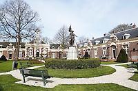 Nederland Brielle  2016. Het Asyl voor Oude en Gebrekkige Zeelieden is een hofje bestaande uit 14 woningen. Foto Berlinda van Dam / Hollandse Hoogte