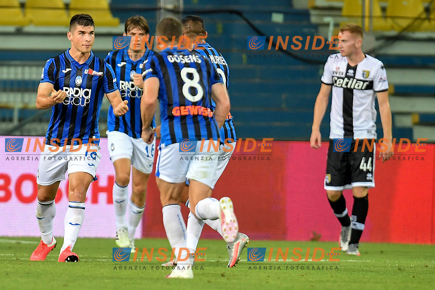 Ruslan Malinovskyi of Atalanta BC celebrates with team mates after scoring the goal of 1-1 during the Serie A football match between Parma Calcio and Atalanta BC at Ennio Tardini stadium in Parma (Italy), July 28th, 2020. Play resumes behind closed doors following the outbreak of the coronavirus disease. Photo Andrea Staccioli / Insidefoto