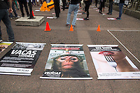 SAO PAULO, SP - 12.12.2014 - PROTESTO CONTRA A INDUSTRIA ANIMAL - Manifestantes Veigas (Vegetarianos) fazem protesto contra a indústria do uso de animais nesta sexta-feira (12) no centro de São Paulo, proximo a prefeitura. Os protestantes fazem parte da ONG Veddas e acusam a industria do abuso do uso de pele e carne animal no país. <br /> <br /> (Foto: Fabricio Bomjardim / Brazil Photo Press).