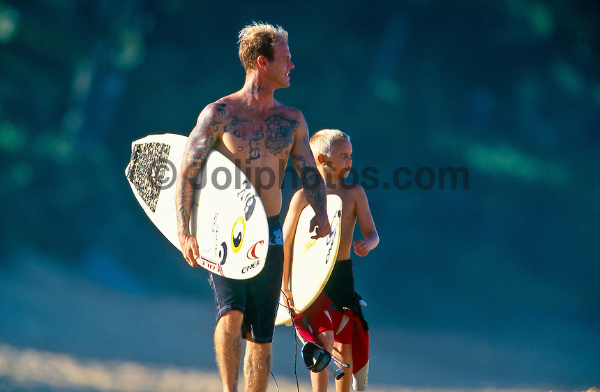 Matt Archibold (USA) and son, Beach Park, Hawaii..photo:  joliphotos.com