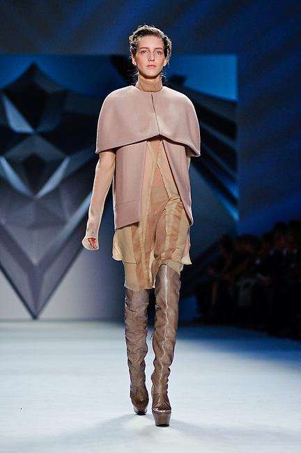 Vera Wang: Mercedes Benz Fashion Week Fall/Winter 2012