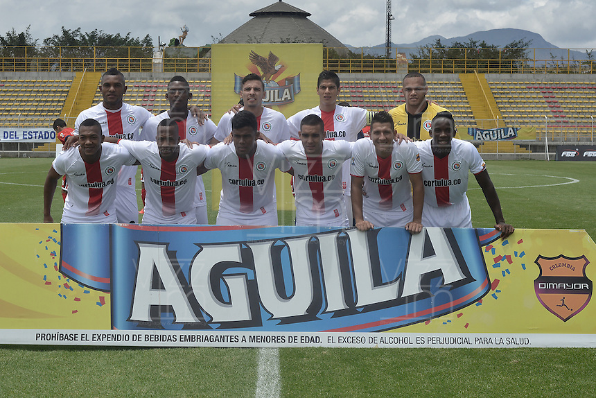 BOGOTA - COLOMBIA -16 -04-2016: Jugadores de Cortuluá posan para una foto previo al partido entre Fortaleza FC y Cortuluá por la fecha 13 de Liga Águila I 2016 jugado en el estadio Metropolitano de Techo en Bogotá./ Players of Cortulua pose to a photo prior the match between Fortaleza FC and Cortulua for the date 13 of the Aguila League I 2016 played at Metropolitano de Techo stadium in Bogota. Photo: VizzorImage / Gabriel Aponte / Staff.