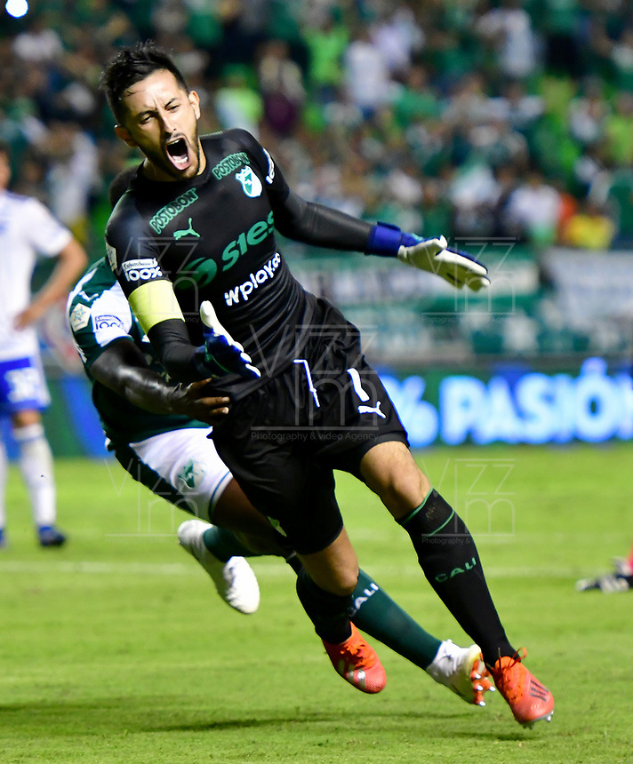 PALMIRA-COLOMBIA, 03-03-2019: Camilo Vargas, guardameta de Deportivo Cali corre a celebrar el gol de su equipo a Millonarios, durante partido de la fecha 8 entre Deportivo Cali y Millonarios, por la Liga Aguila I 2019, jugado en el estadio Deportivo Cali (Palmaseca) en la ciudad de Palmira. / Camilo Vargas, goalkeeper of Deportivo Cali runs to celebrate the scored goal from his team to Millonarios, during a match of the 8th date between Deportivo Cali and Millonarios, for the Liga Aguila I 2019, at the Deportivo Cali (Palmaseca) stadium in Palmira city. Photo: VizzorImage  / Nelson Ríos / Cont.