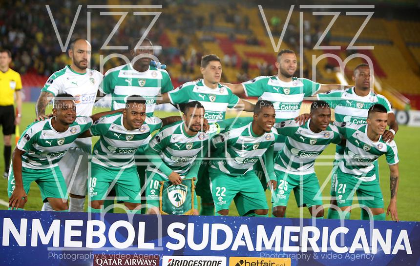 BOGOTÁ-COLOMBIA, 27-08-2019: Jugadores de La Equidad (COL), posan para una foto, antes de partido de vuelta de los cuartos de final entre La Equidad (COL) y Club Atlético Mineiro (BRA), por la Copa Conmebol Sudamericana 2019 en el estadio Nemesio Camacho El Campin, de la ciudad de Bogotá.  / Players of La Equidad (COL), pose for a photo prior a match between La Equidad (COL) and Club Atletico Mineiro (BRA), of the second leg of the quarter finals for the Conmebol Sudamericana Cup 2019 in the Nemesio Camacho El Campin stadium in Bogota city. Photo: VizzorImage / Luis Ramírez / Staff.