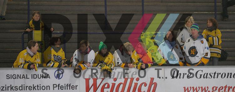 DM Schueler EV Regensburg (weiss) - EC Bad Toelz (gelb).<br /> <br /> Foto &copy; PIX-Sportfotos *** Foto ist honorarpflichtig! *** Auf Anfrage in hoeherer Qualitaet/Aufloesung. Belegexemplar erbeten. Veroeffentlichung ausschliesslich fuer journalistisch-publizistische Zwecke. For editorial use only.