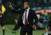 MEDELLÍN -COLOMBIA-27-08-2014. Leonardo Gonzalez técnico de Deportivo La Guaira de Venezuela durante juego con Atlético Nacional por la Primera Fase, Zona Norte, Llave G11 de la Copa Total Sudamericana 2014 realizado en el estadio Atanasio Girardot de Medellín./ JLeonardo Gonzalez coach of Deportivo La Guaira of Venezuela during the match against Atletico Nacional for the first Phase, north zone, key 11 of the Copa Total Sudamericana 2014 played at Atanasio Girardot stadium in Medellin. Photo: VizzorImage/Luis Ríos/STR