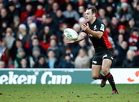 Photo: Richard Lane/Richard Lane Photography. Saracens v Biarritz. Heineken Cup. 15/01/2012. Saracens' Charlie Hodgson passes.