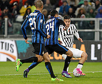 Calcio, Serie A: Juventus vs Inter. Torino, Juventus Stadium, 28 February 2016.<br /> Juventus&rsquo; Paulo Dybala, right, is challenged by Inter's Jeison Murillo, center, during the Italian Serie A football match between Juventus and Inter at Turin's Juventus Stadium, 28 February 2016.<br /> UPDATE IMAGES PRESS/Isabella Bonotto