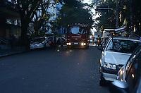 SAO PAULO; 29 DE MAIO DE 2012 - INCENDIO MINISTERIO PUBLICO - Devido a um incendio que atinge o subsolo do predio do Ministerio Publico, a rua Peixoto Gomide, segue interditada no inicio da tarde desta terca feira. Ainda nao se sabe o motivo do incendio e o predio foi evacuado sem feridos. FOTO: ALEXANDRE MOREIRA - BRAZIL PHOTO PRESS