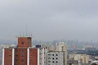 SAO PAULO, SP, 10 DEZEMBRO 2012 - CLIMA TEMPO -  A semana começou com céu encoberto na capital paulista.  FOTO: LUIZ GUARNIERI / BRAZIL PHOTO PRESS).