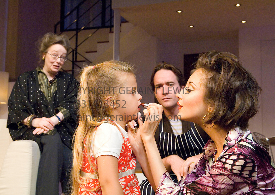 The Pain And The Itch by Bruce Norris, directed by Dominic Cooke . With Amanda Boxer as Carol,Shannon Kelly as Kayla,Matthew MacFadyen as Clay Andrea Riseborough as Kaylina.Opens at The Royal Court Theatre  on 21/6/07. CREDIT Geraint Lewis