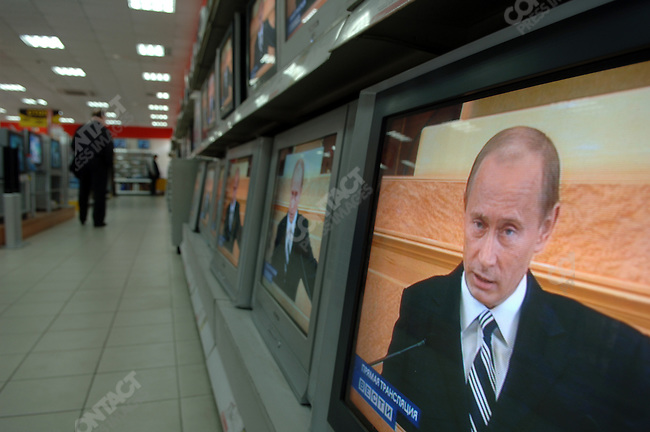 putinspeech09-PHOTO BY JAMES HILL/26 APRIL 2006-Television screens in an electronics store in Moscow showed a live broadcast of President Vladimir Putin of Russia making his annual state of the nation address in the Kremlin to members of the Duma and Federation Council of the Russia.