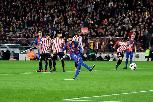 11.01.2017, Nou Camp, Barcelona, Spain. Copa del Rey, 2nd leg. FC. Barcelona versus Athletico Bilbao. Neymar shoots and scores from the penalty spot.