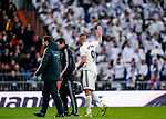 Karim Benzema of Real Madrid waves to the fans as he exits the pitch injured during the La Liga 2018-19 match between Real Madrid and Rayo Vallencano at Estadio Santiago Bernabeu on December 15 2018 in Madrid, Spain. Photo by Diego Souto / Power Sport Images