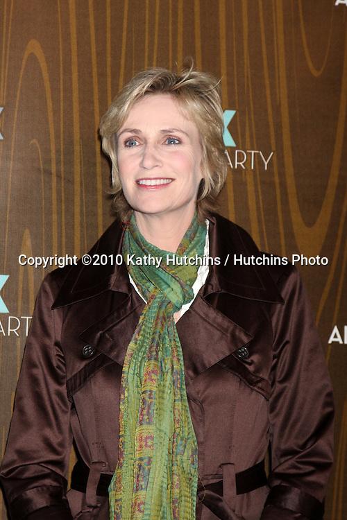 Jane Lynch.arriving at the 2010 Winter Fox TCA Party .Villa Sorisso Resturant.Pasadena, CA.January 11, 2010.©2010 Kathy Hutchins / Hutchins Photo....