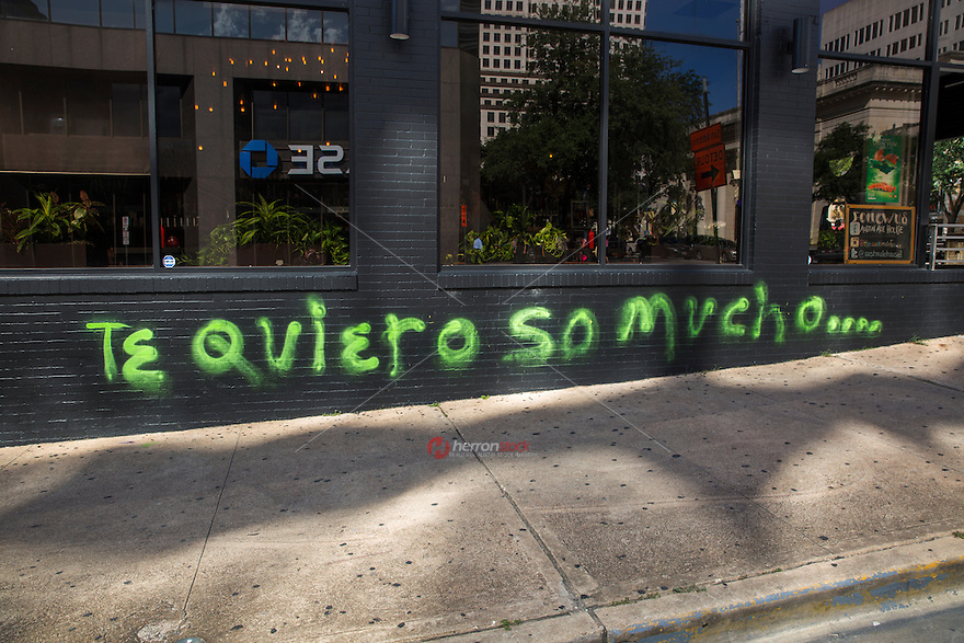 """""""Te quiero so mucho"""" is a graffiti painting written in Spanish and a pun to the famous """"I love you so much"""" painting on the side Jo's Coffee building on South Congress in downtown Austin, Texas - Stock Image."""