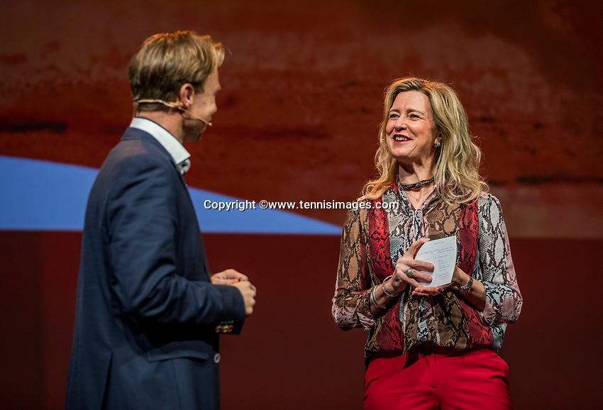 Nieuwegein, Netherlands, November 23,  2019, MBC Congrescentrum, KNLTB Year Congres , KNLTB Director Erik Poel with Kristie Boogert<br /> Photo: Tennisimages/Henk Koster